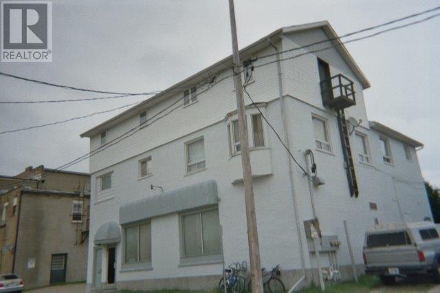 17 Broadway StreetWoodstock, Ontario  N4S 2Z8 - Photo 1 - X3904159